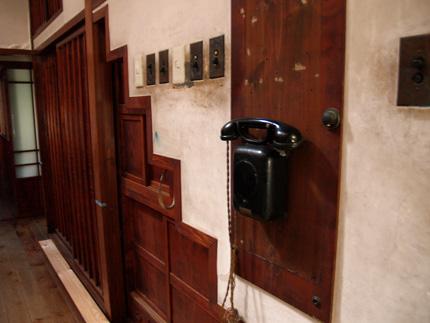 階段ダンスと電話.jpg