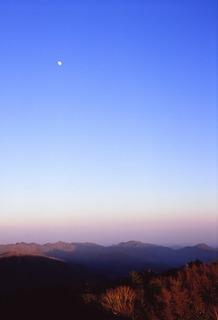 雲取山頂 夕方の月