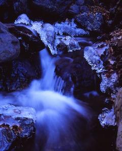 三條の湯 冬の流れ
