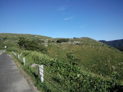 夜明けから朝にかけて秋吉台を延々上った。