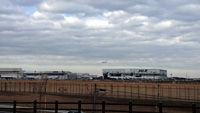 丘からの成田空港全景