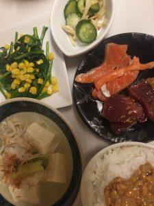 お刺身、湯豆腐、ほうれん草いため、浅漬けで1日1500円