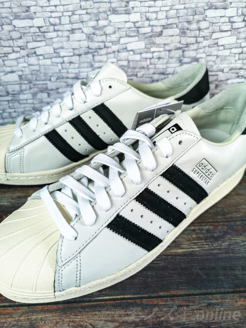 adidas SUPERSTAR 上