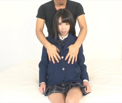 [黒髪ストレート][女子高生の制服]を着用した女性を[おっぱい揉み][手マン][クンニ]で絶頂させる動画
