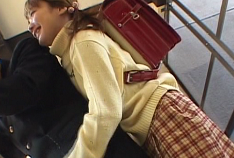 ランドセル背負った妹のキスと手コキが気持ちよすぎて、試験に遅れそうになる学ラン男子の動画
