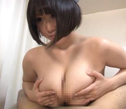 [黒髪ショートボブ]の女性が[パイズリ]で[早漏]男性を[寸止め][射精]する動画