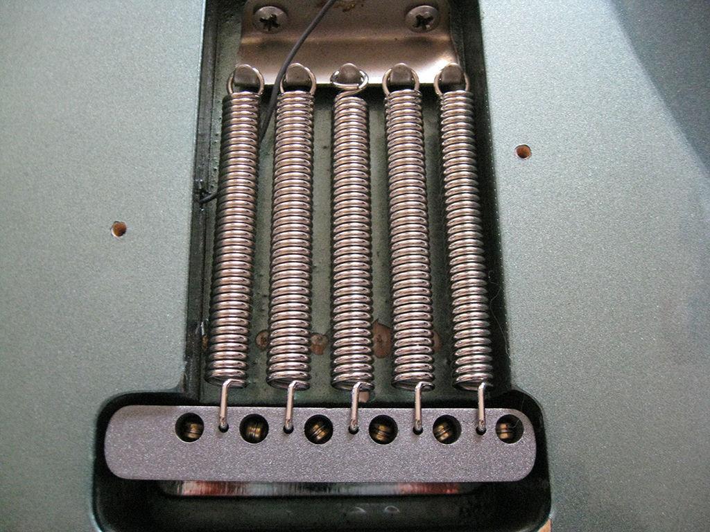 Fender_Bridge_spring