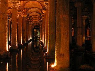 320px-Istanbul_-_Basilica_Cistern_-_01