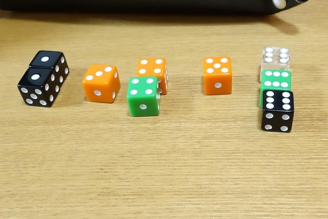 4色のダイス