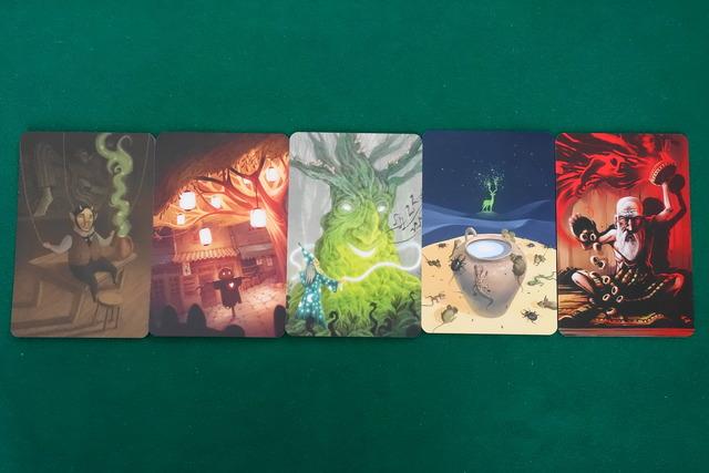 カードが5枚並んでいる写真