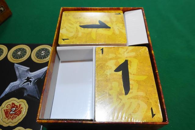 箱の中のカード写真