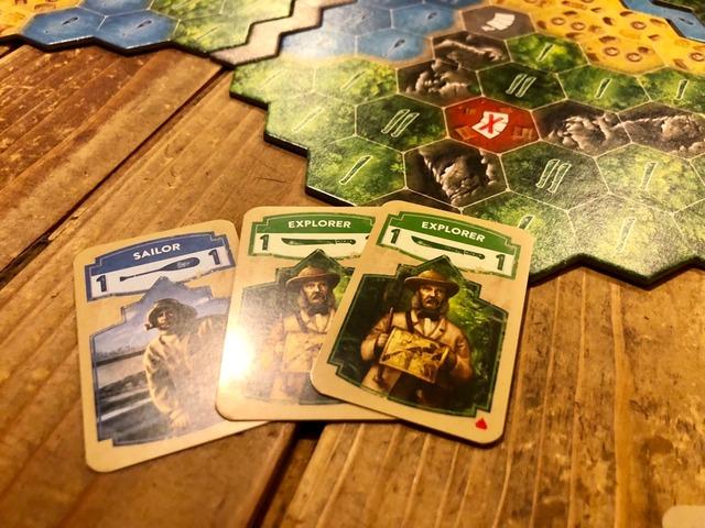 緑カードを2枚、水色を1枚プレイしたところ