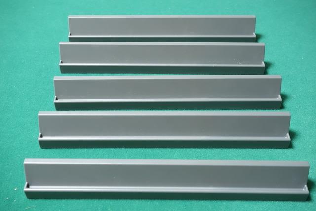 灰色の5本の棒の写真
