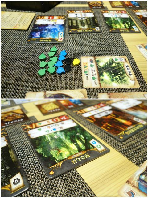 たくさんのリソースと聖なる林タイルの写真