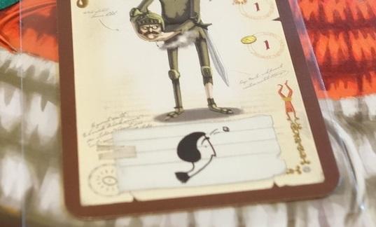 頭でサイコロを弾いているイラストが描かれたカード