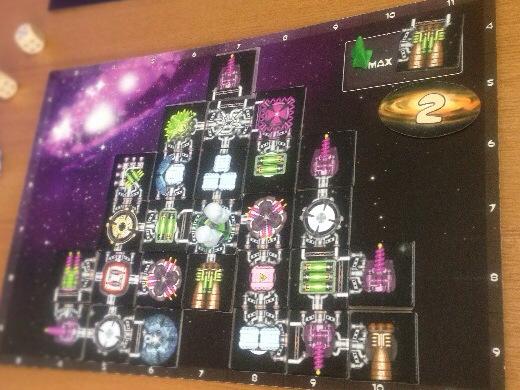 ラウンド2の完成した甥っ子の宇宙船の写真