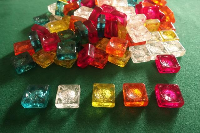 「アズール:シントラのステンドグラス」のガラス片の写真