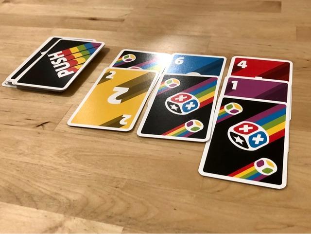 中央にカードが3列並んでる