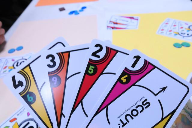 1〜4のカードが並んでいる写真