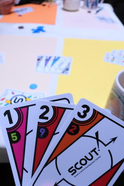 1〜3のカードが並んでいる写真