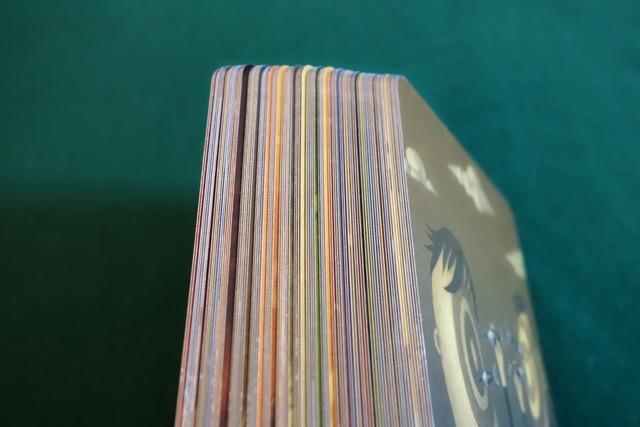 カード84枚の厚み