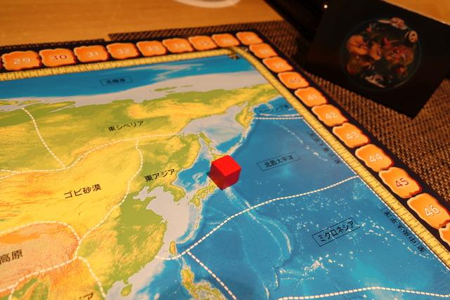 日本の上に自分のキューブを置いた写真