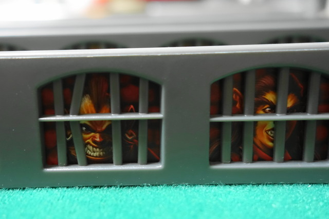 檻に入っているバグベアの画像
