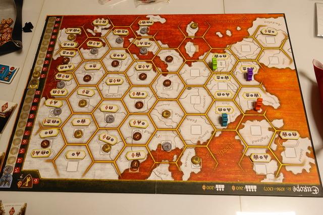 中央に置かれたゲームボード