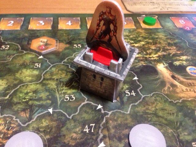 塔の上に立つスクラル駒