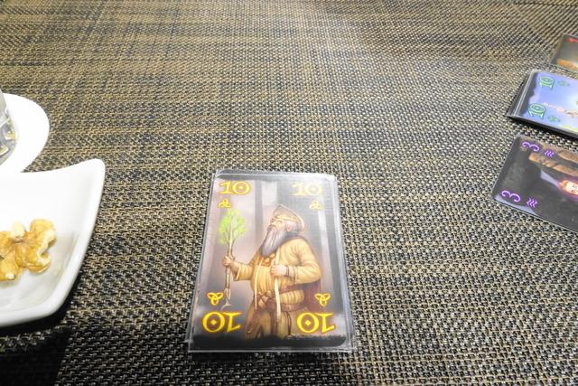 黄色の10のカードの写真
