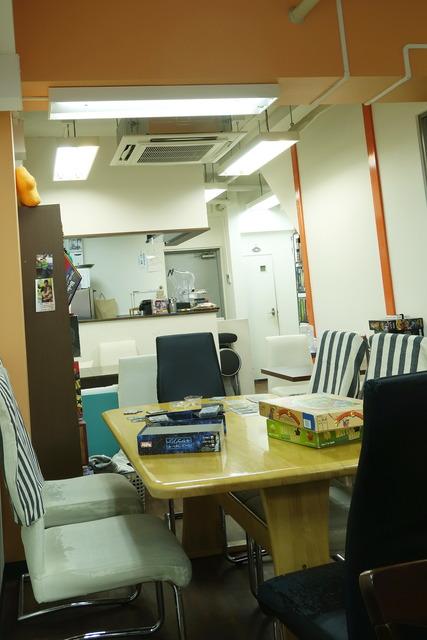 カフェミープル京都店の広いテーブル
