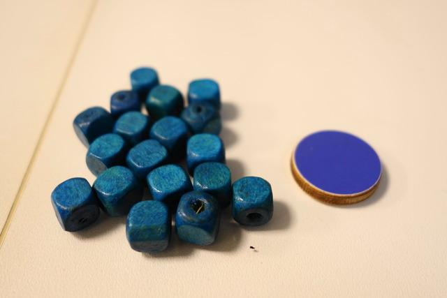 青いキューブとディスク