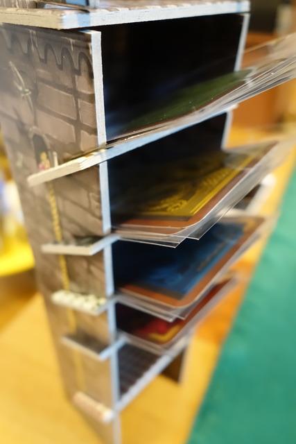 カードをセットするタワーの写真