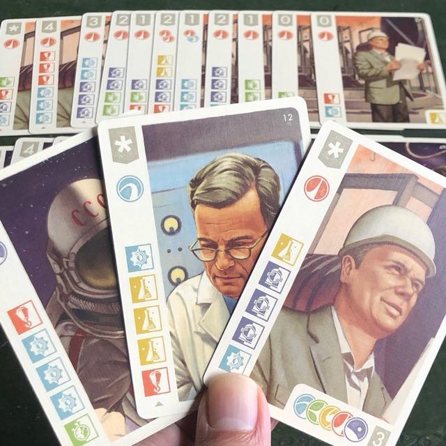 別の絵柄の人物カード