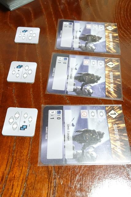 中央に置かれているカード3枚写真