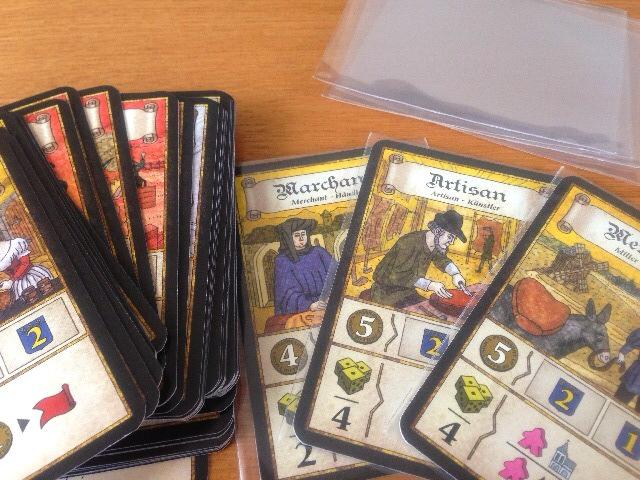 カードスリーブとカードの写真