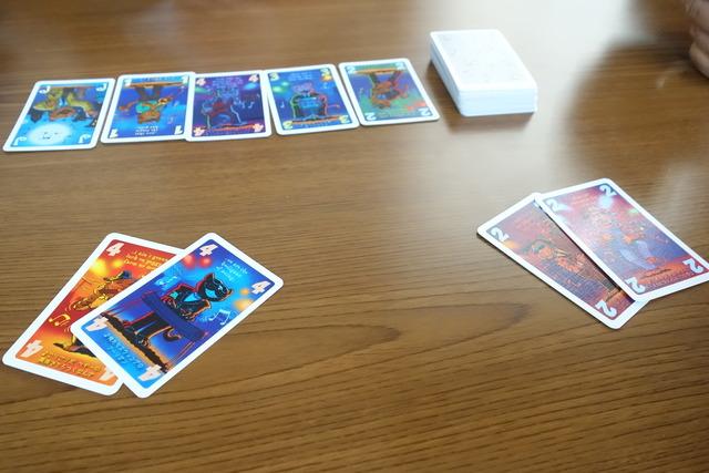 4のカードを2枚出したところ
