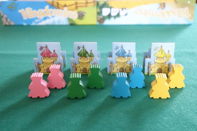 4色の王様駒と城
