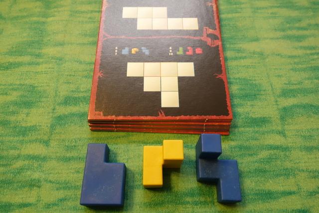 お題カードと使用するパーツの写真