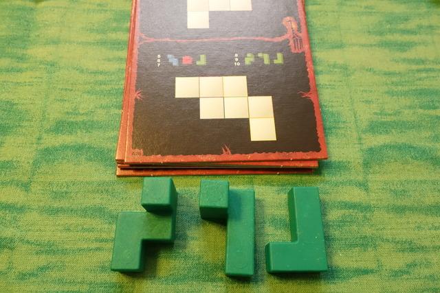 お題カードとパーツの写真2