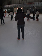 スケートリンク滑る人
