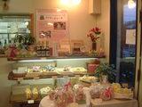 店内の様子とアトピコケーキ