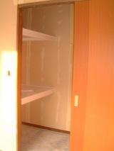 D棟2月15日寝室からウオークインクローゼットを見る