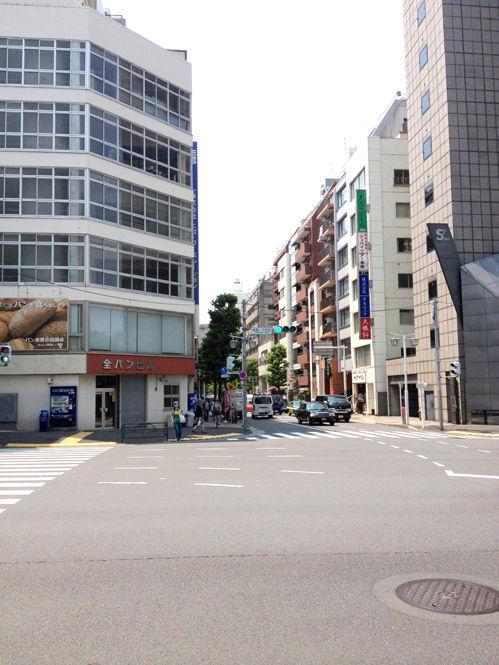 「東京の不思議なビル」です
