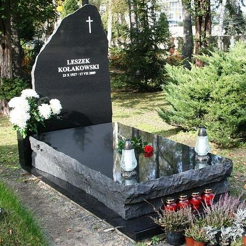 Leszek_Kolakowski_grave_2 (2)