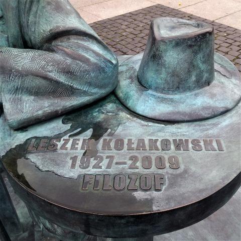 Leszek_Kolakowski_Monument_in_Radom,_Poland2 (2)