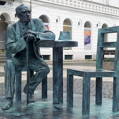 Leszek_Kolakowski_Monument_in_Radom,_Poland1 (3)