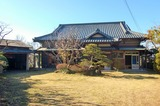 総ヒノキで入母屋造りの重厚な建物がでました