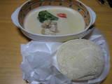 移したホワイトカレーとパン