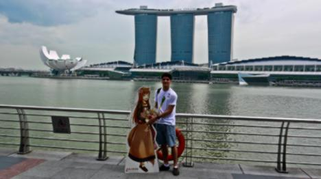 horo-vs-the-merlion-1